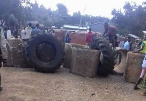 protesters-are-blocking-roads-in-some-towns-in-oromia-region-of-ethiopia-to-prevent-soldiers-