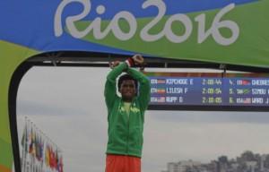 feyisa-lelisa-termine-deuxieme-marathon-rio